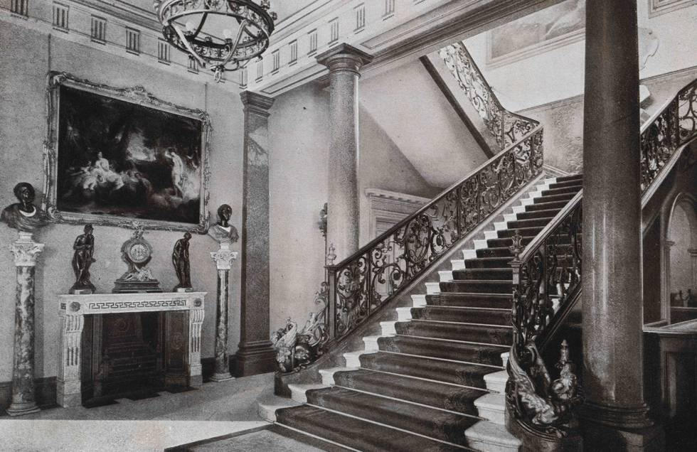 Black and white photo of The Wallace Collection Entrance Hall in 1904